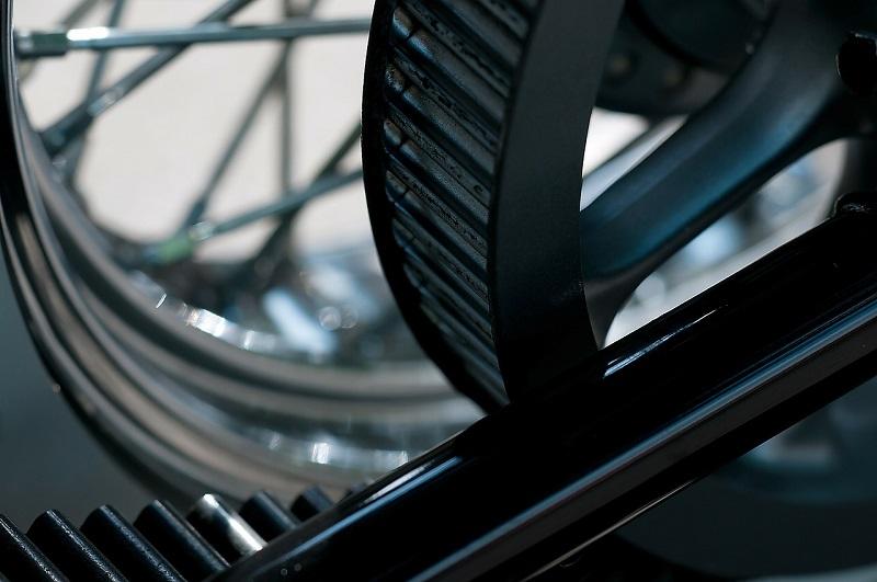 Motor v avtomobilu uporablja različne jermene
