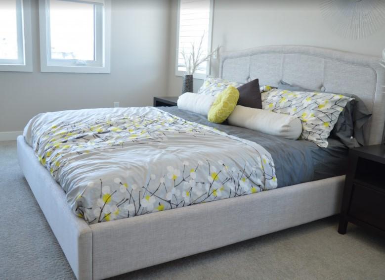 Dober spanec v udobni postelji!